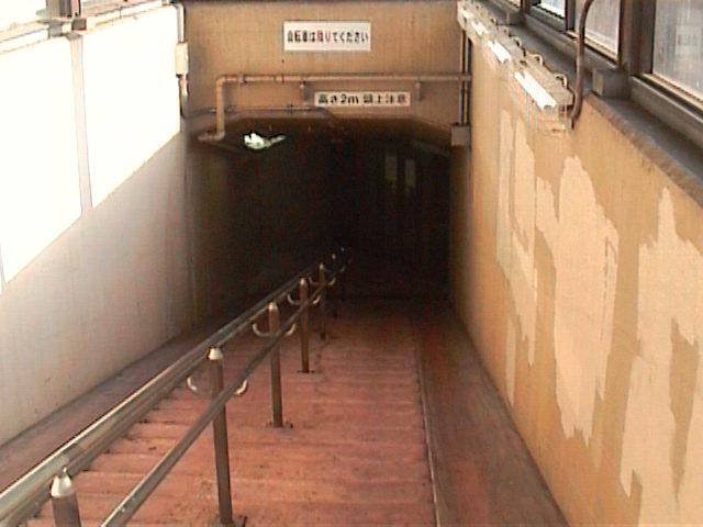海底トンネル歩道04