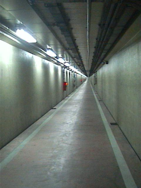 海底トンネル歩道09