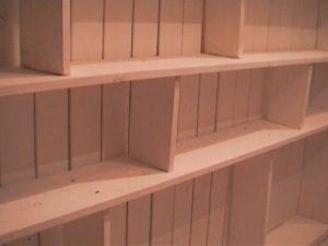 2×4材で白い本棚3
