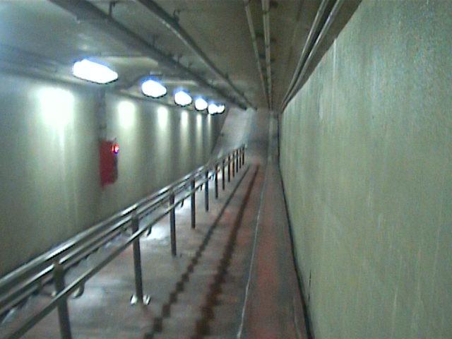 海底トンネル歩道08