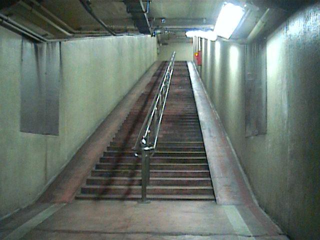 海底トンネル歩道11