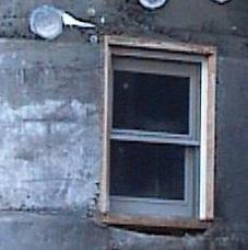 コンクリート型枠工事 ダブルハング窓取り付け